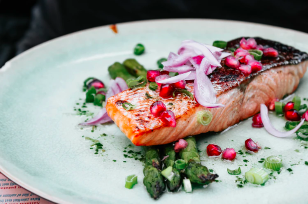 Salmon filet and asparagus with pomegranate seeds