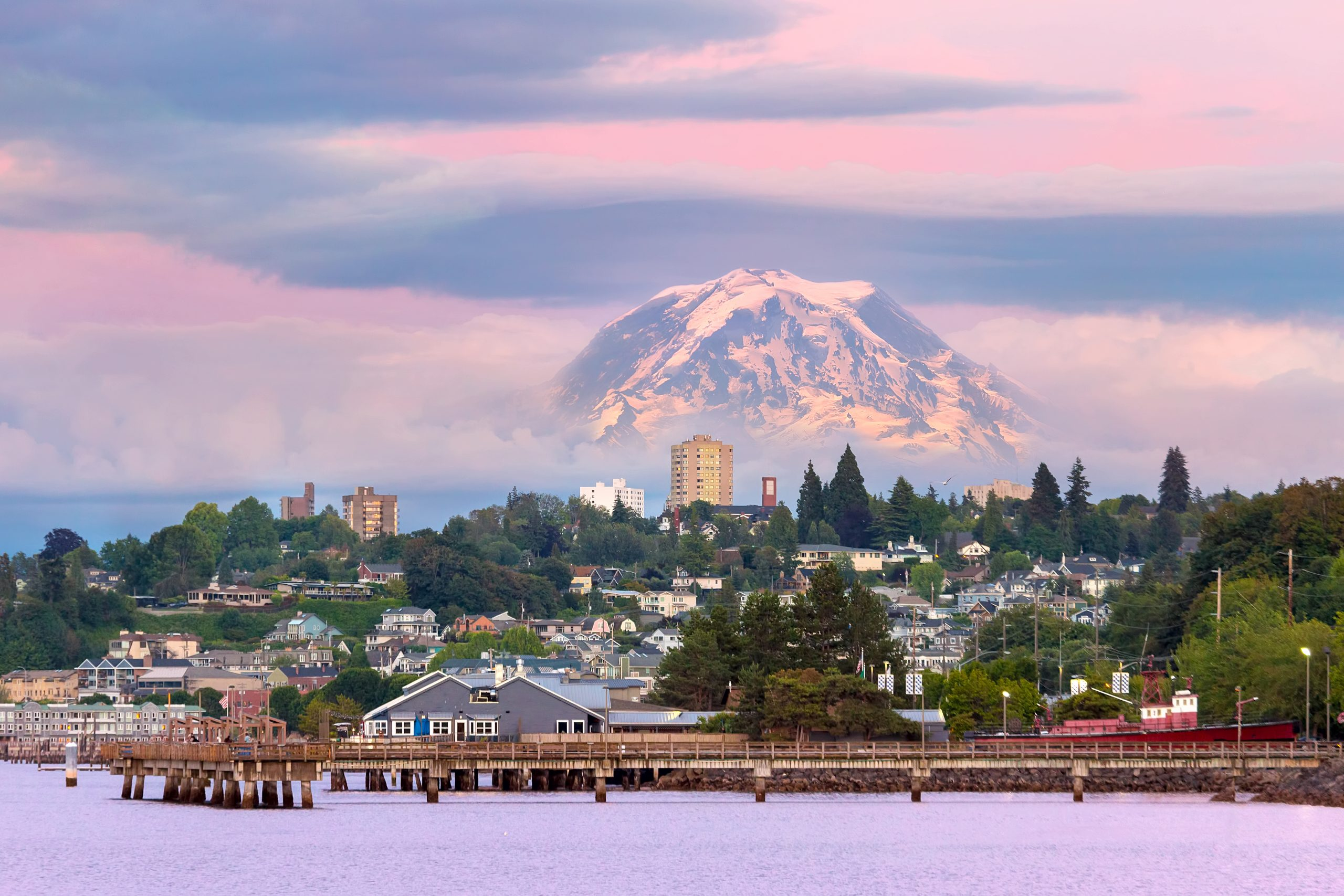 tacoma waterfront with mt ranier in background